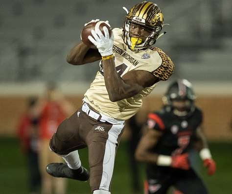 MUNCIE, IN - NOVEMBER 01: Western Michigan Broncos wide receiver Corey Davis (84) leaps to make a catch during the NCAA football game between the Ball State Cardinals and Western Michigan Broncos on November 1, 2016 at Scheumann Stadium, in Muncie, IN.  (Photo by Zach Bolinger/Icon Sportswire via Getty Images)